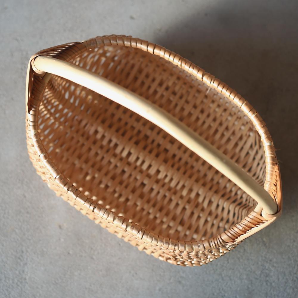 ラトビアの伝統模様の手編みのバスケット/かご/バスケット/ヤナギのかご