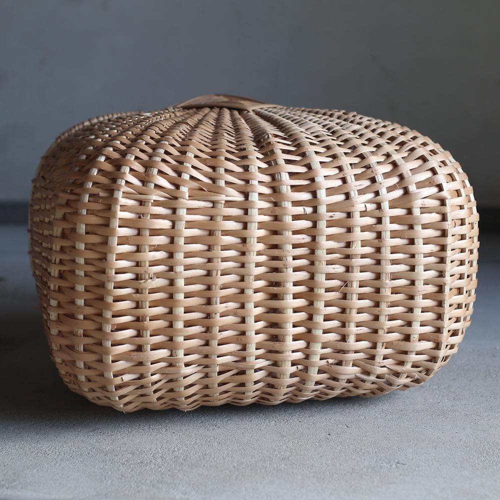 ラトビアの伝統模様の大きな蓋つきバスケット/かご/バスケット/ヤナギのかご