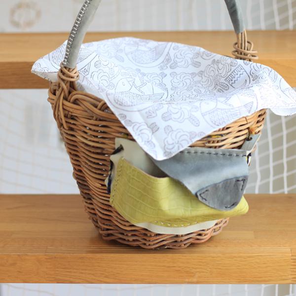 鹿児島睦さんの木版プリントのハンカチ