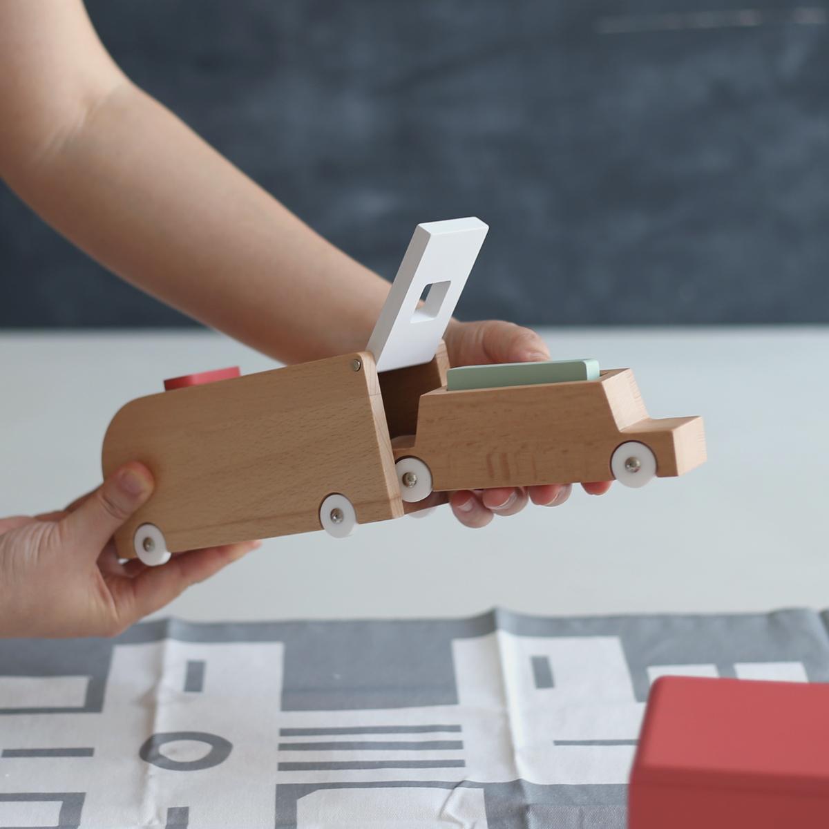douの働く車のおもちゃセット ide inの通販。お誕生日プレゼントや御出産祝に人気